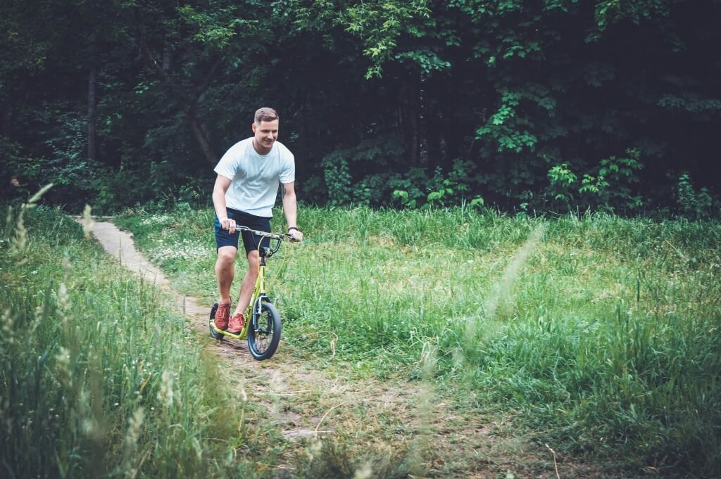 На внедорожных самокатах проехать можно даже в лесу!